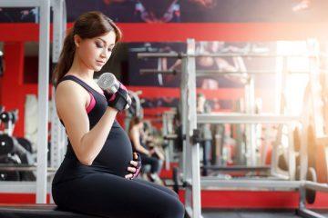 Los ejercicios sobre las maquetas de entrenamiento a los dolores en los riñones