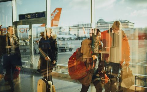 airport-731196_960_720