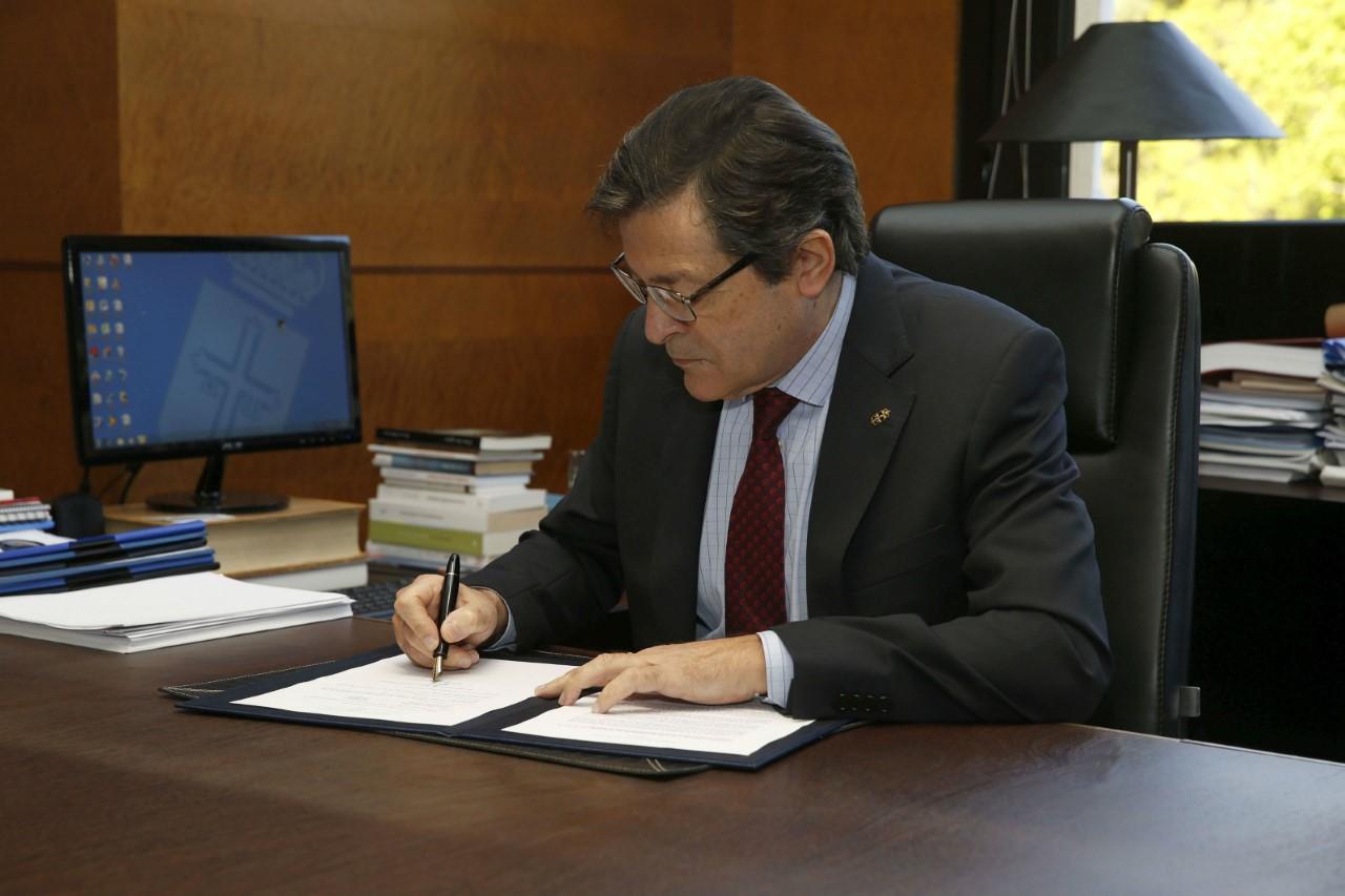 2019_04_01 presidente firma decreto