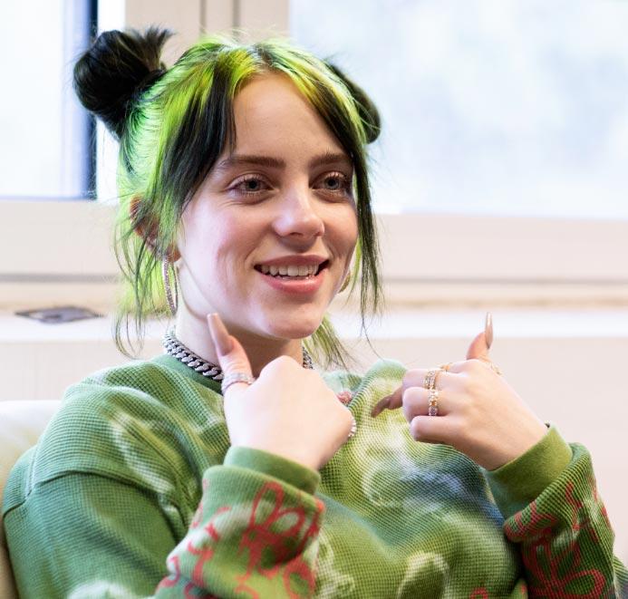 """La cantante estadounidense Billie Eilish, durante una entrevista en el festival de música y arte """"MS Dockville"""". Foto: Jonas Walzberg/dpa"""