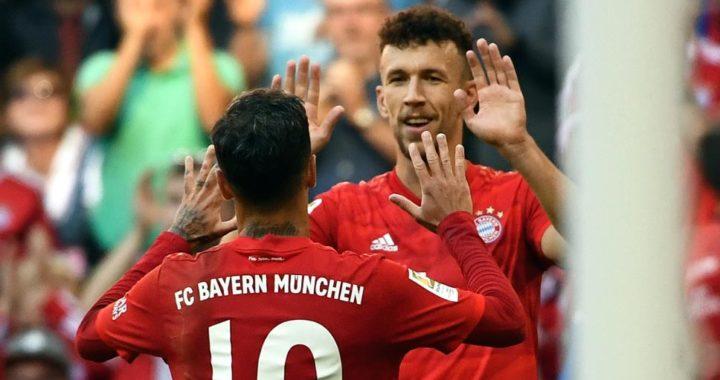 Ivan Perisic (dcha.) celebra con Philippe Coutinho el cuarto gol del Bayern en el partido disputado contra el Colonia. Foto: Angelika Warmuth/dpa