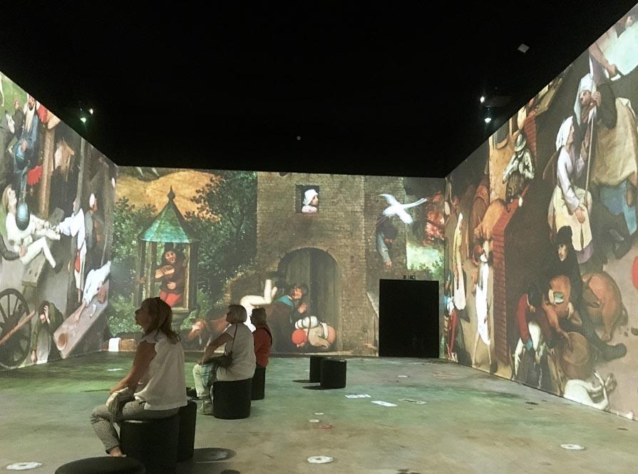"""""""Beyond Bruegel"""", una puesta en escena de 360 grados de las imágenes de Pieter Bruegel el Viejo, en el Palais de la Dynastie de Bruselas. Foto: Sabine Glaubitz/dpa"""