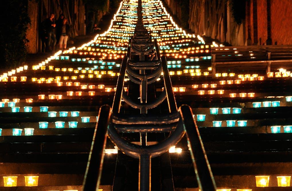 Una cantidad innumerable de velas se encienden los 5 de octubre en Lieja. Foto: Marc Verpoorten/OT Liège/dpa-tmn