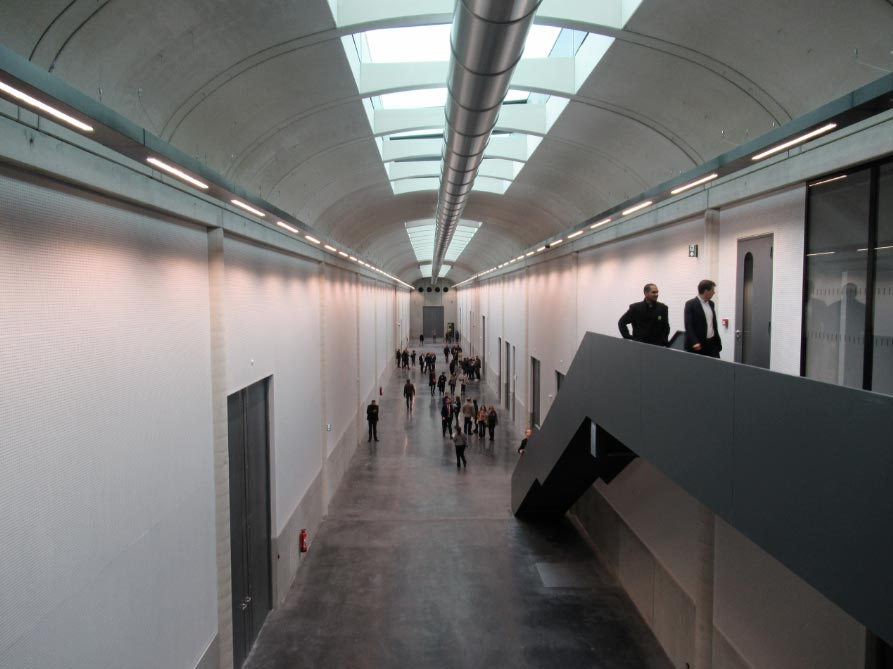 Vista interna del nuevo búnker del Museo del Louvre en el norte de Francia. Foto: Sabine Glaubitz/dpa