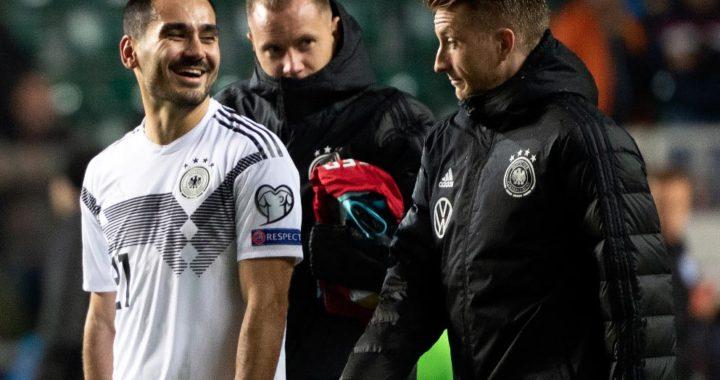 Ilkay Gündogan (izq.) y Marco Reus (derecha), tras el triunfo de 3-0 de Alemania sobre Estonia en la ronda clasificatoria de la Eurocopa 2020. Foto: Federico Gambarini/dpa