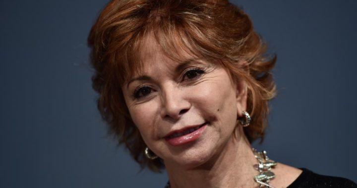 La escritora Isabel Allende presenta un nuevo libro en el que da voz a los desplazados. Foto: Arne Dedert/dpa