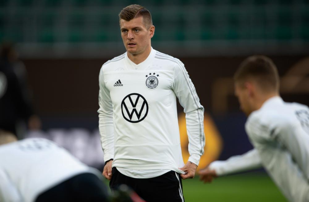 Toni Kroos entrena con la selección alemana de fútbol de cara al duelo Alemania-Serbia de marzo de 2019. Foto: Swen Pförtner/dpa