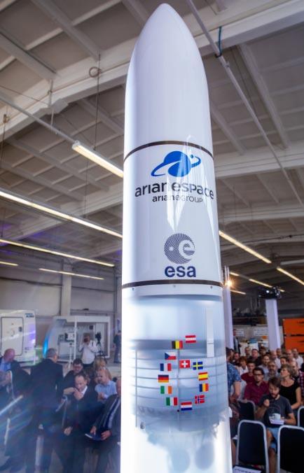El modelo del nuevo cohete europeo Ariane 6, en una presentación a la prensa en Alemania. Foto: Jens Büttner/zb/dpa