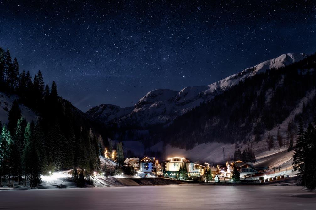 El lago de Zauchen, cerca de Salzburgo, ofrecerá este año un merado de Navidad tan hermoso como una postal. Foto: Altenmarkt-Zauchensee Tourismus/dpa-tmn