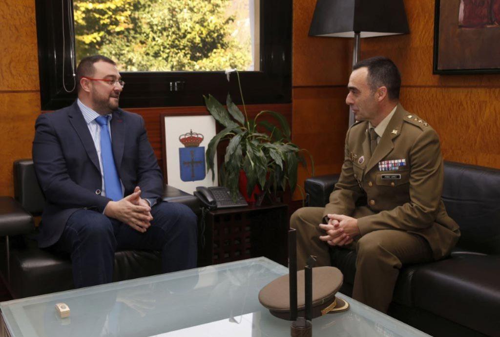 presidente-con-comandante-militar-Asturias