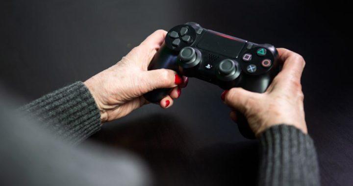 Playstation 4. Hace 25 años salió al mercado la primera versión de la consola de juegos de Sony. Foto: Arne Immanuel Bänsch/dpa