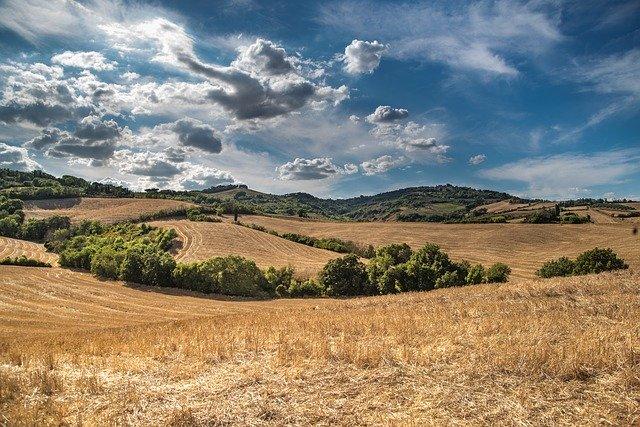 hill-2165759_640