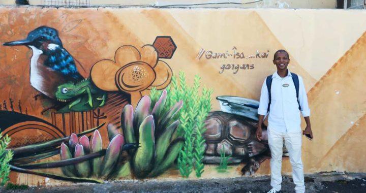El guía Sabelo Maku muestra a los turistas los mejores puntos artísticos de los barrios de Woodstock y Salt River, en Ciudad del Cabo. Foto: Falk Zielke/dpa-tm